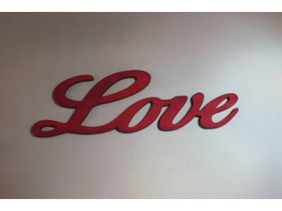 "Fa ""Love"" felirat meggypiros 15cm"