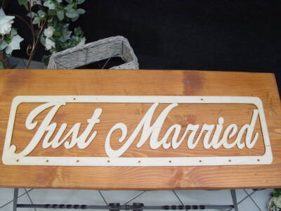 "Natúr fa - ""Just married"" felirat lyukakkal"