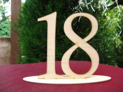 Natúr fa - Asztalszám 18-as