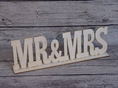 """Natúr fa - """"Mr & Mrs"""" felirat talppal"""