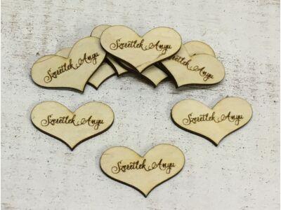 """Natúr fa - """"Szeretlek Anyu"""" gravírozott szív 10db/csomag"""