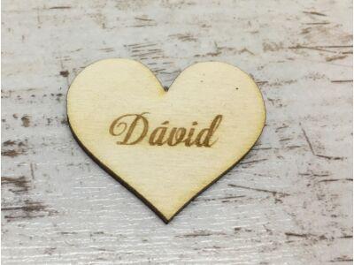 Natúr fa - Gravírozott szív férfi névvel