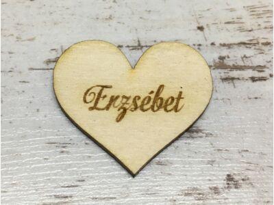Natúr fa - Gravírozott szív női névvel